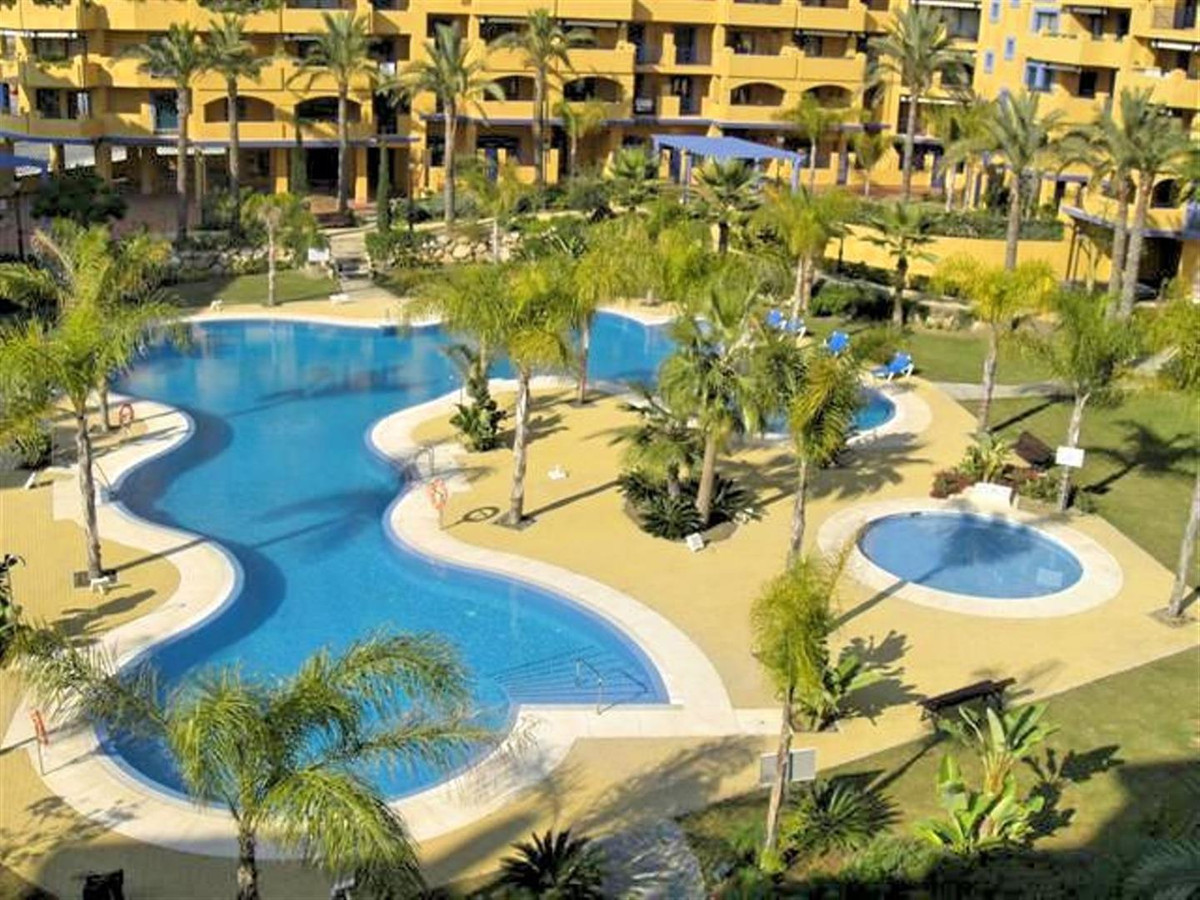 Located on the Beachside of the ever growing  popular San Pedro, situated opposite the Gym & Pad,Spain
