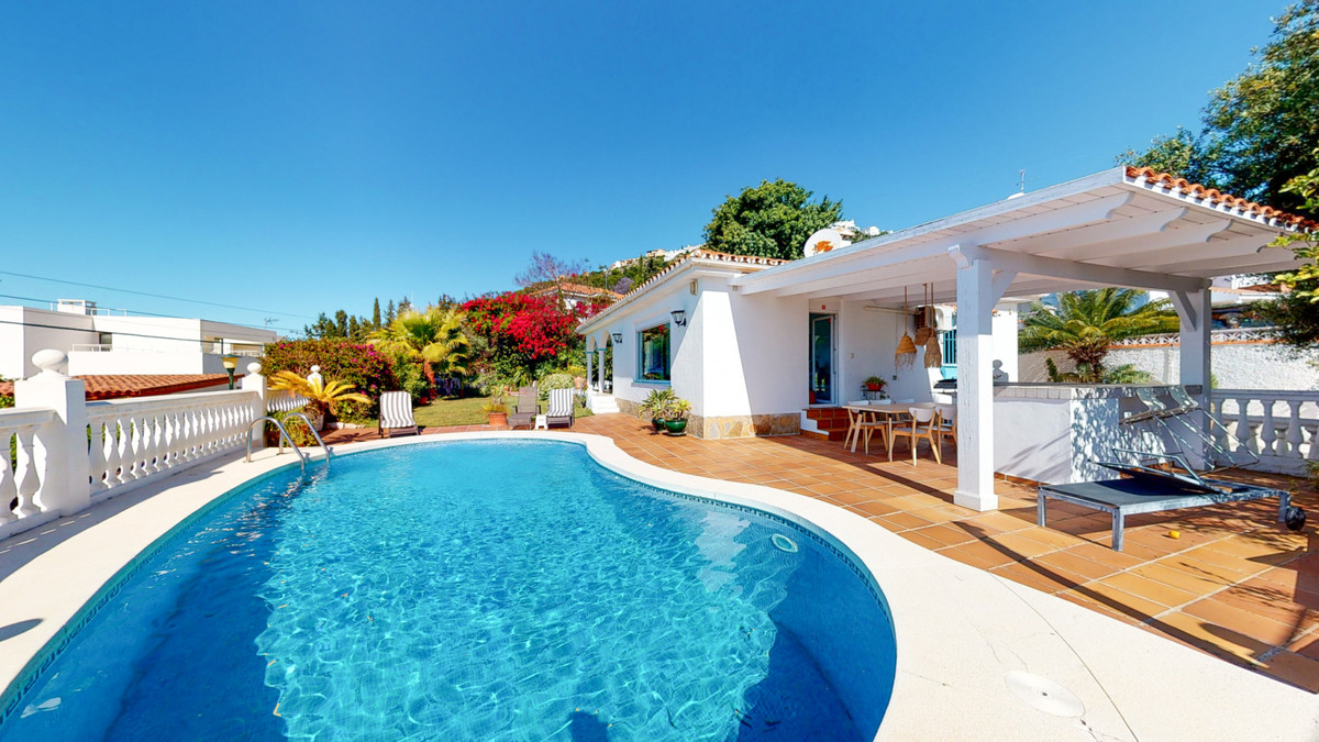 Spectacular villa with magnificent views This fantastic villa is located in one of the best areas of, Spain