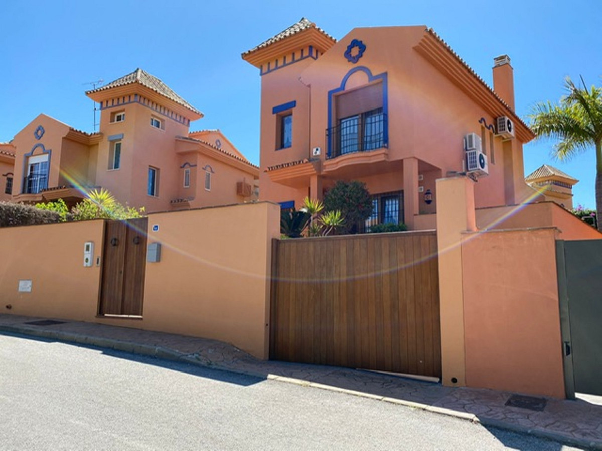 """Excellent home on the Coast to move into, built in 2004 with top quality materials. Structure,, Spain"