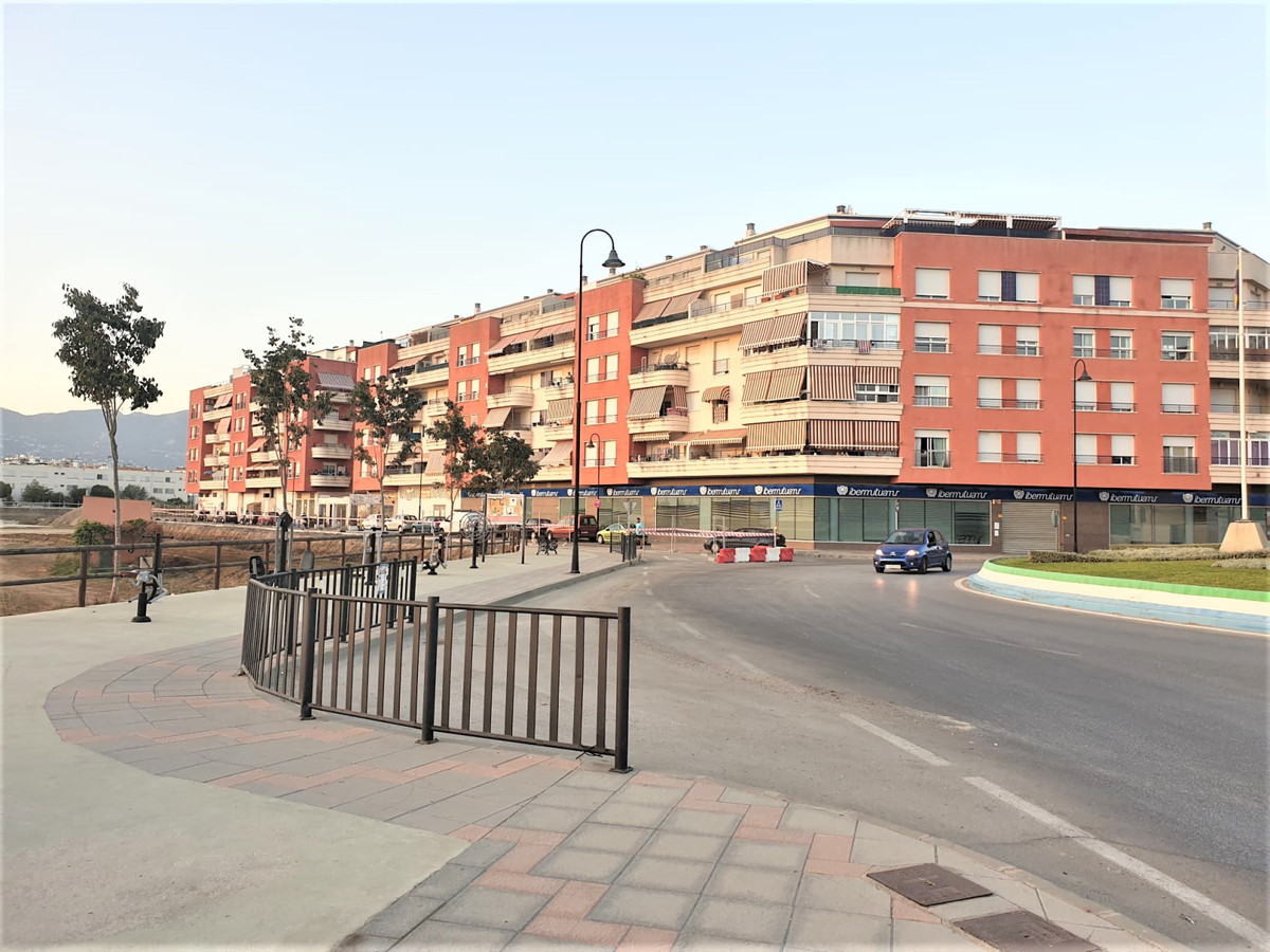 """""""CENTRAL HOUSING WITH EXCELLENT LOCATION 5 minutes walk from the center of Fuengirola, train st,Spain"""