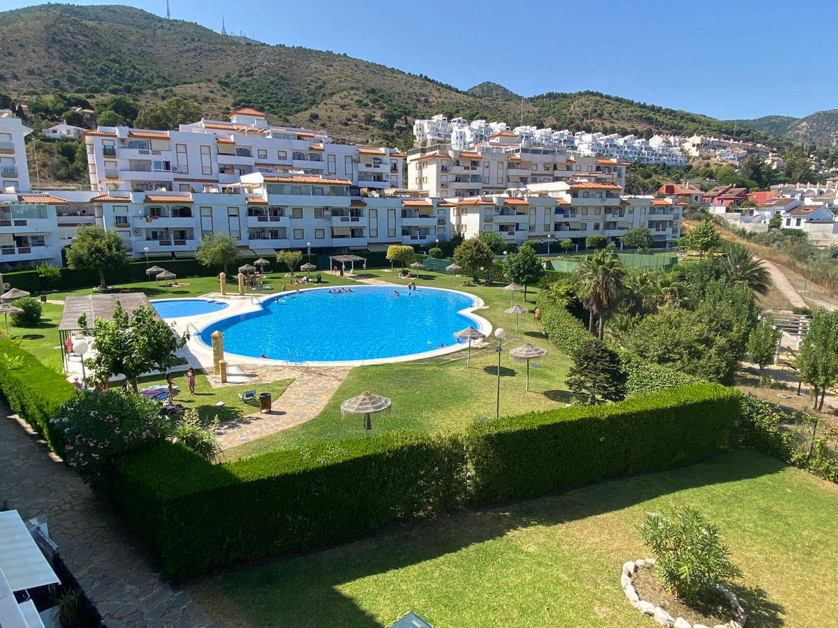 Beautiful apartment ready to move into. Located between the Higueron area and Benalmadena Pueblo, a ,Spain
