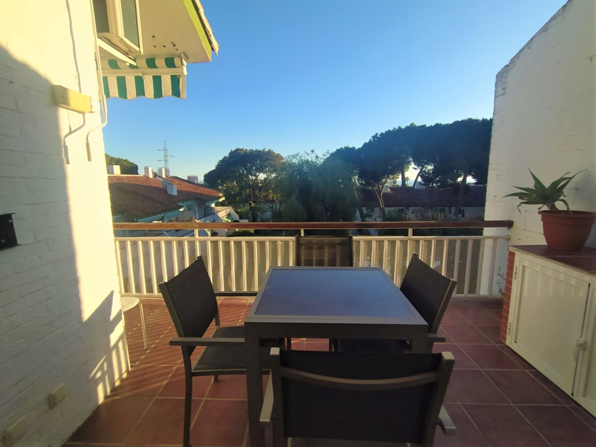 Nice apartment completely renovated, ready to move into, in a popular urbanization of Nagueles (Marb,Spain