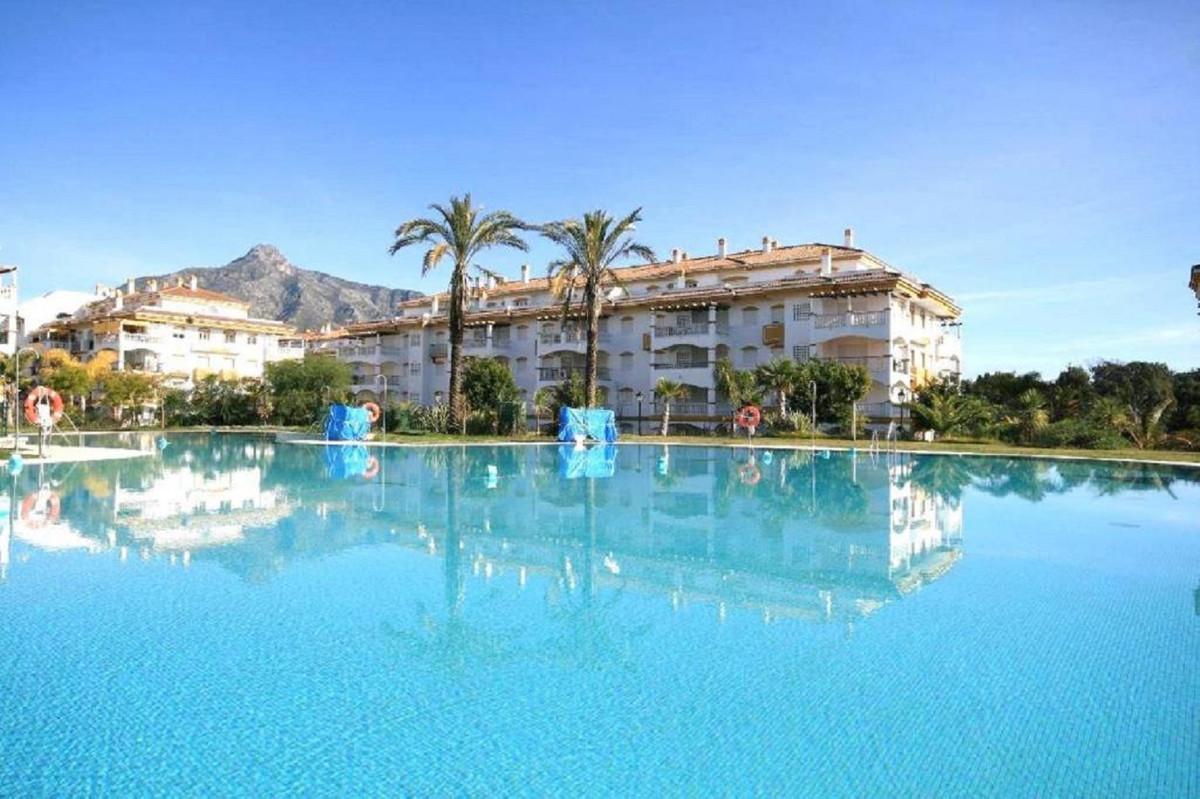 Marbella Banus Apartamento en Venta en Puerto Banús – R3920299