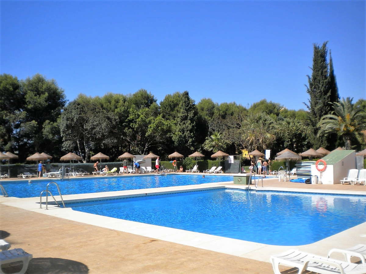 BEAUTIFUL STUDIO, 24-hour reception, swimming pools, gardens, restaurant, green areas, access for pe Spain