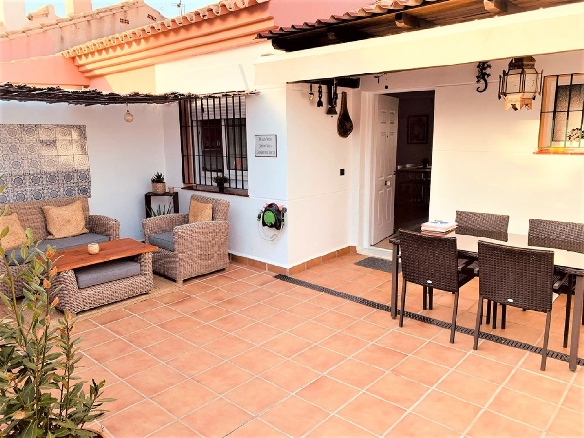 Townhouse consisting of 3 floors with direct access garage. The house consists of a main entrance wi,Spain