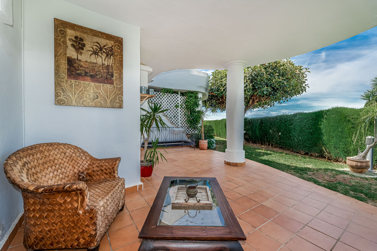 Completely renovated apartment in Calahonda This beautiful apartment is located in the best resident,Spain