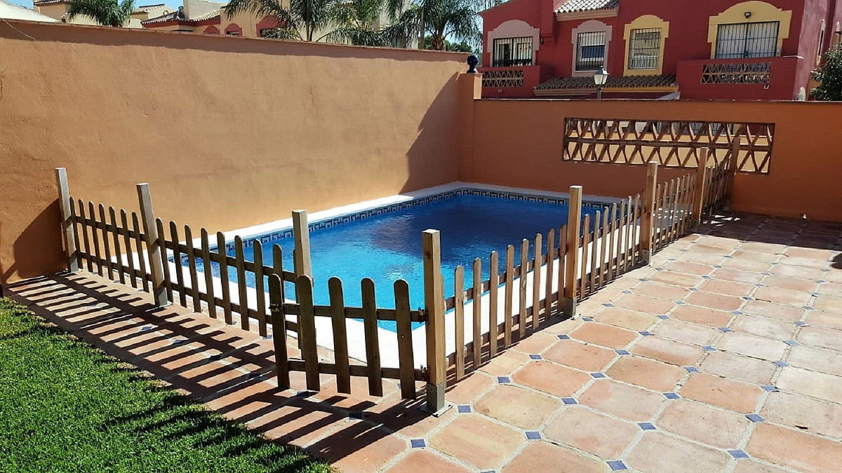 Semi-detached house in Marbella, in Bellavista urbanization, very close to the Marbella arch, 900 me, Spain