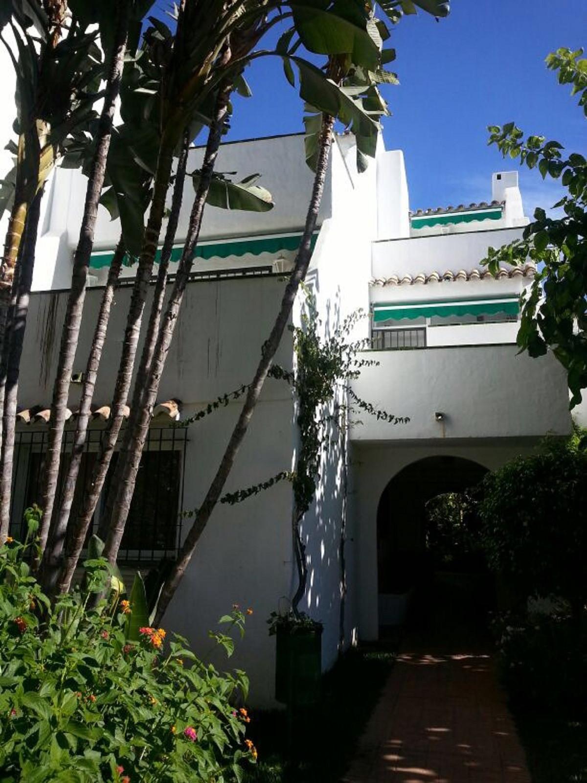 Apartment  Middle Floor for sale   in Las Chapas