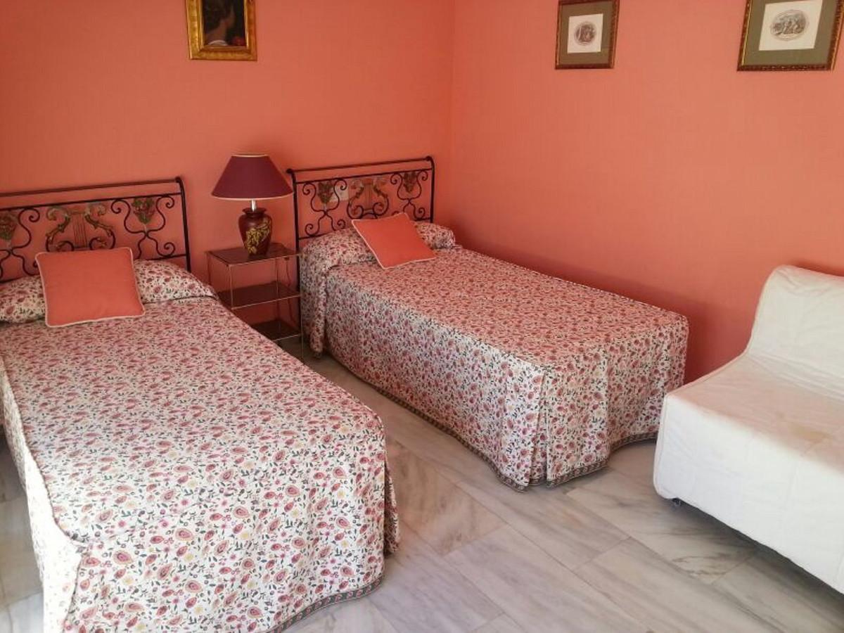 Apartamento Planta Media en Venta en Las Chapas – R3680102