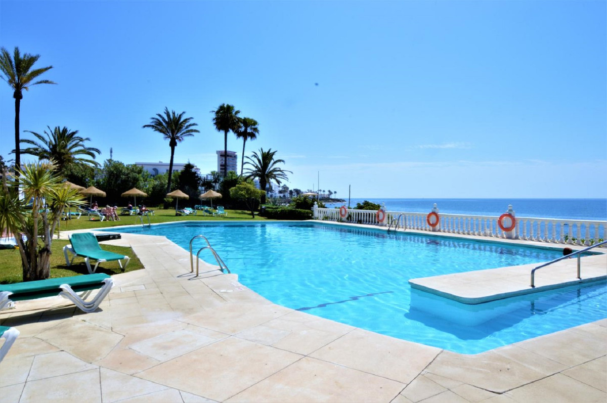 Apartment on the beach, completely renovated. Unbeatable situation. It consists of a bedroom, a bath, Spain