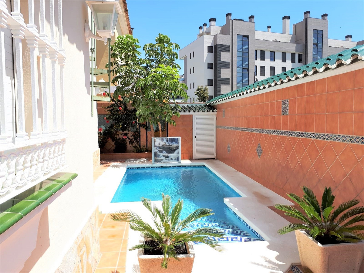 Magnificent independent villa, built on a plot of 220 meters, consists of two floors, which are dist,Spain