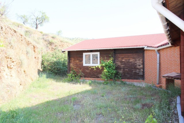 Beautiful house with private plot of 25,000 m2 in Casabermeja. It has a house of 426 m2 built and 21,Spain