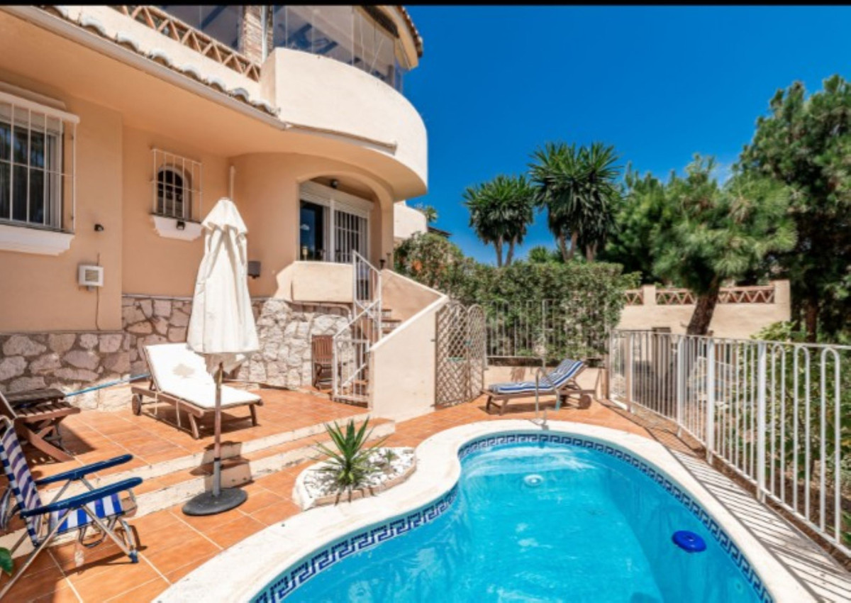 Townhouse in Calahonda, exceptional price, very good qualities, cared for and renovated. Near the go,Spain