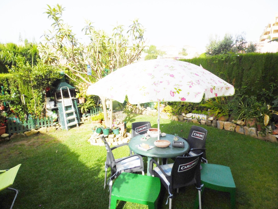 Wonderful ground floor apartment with private garden of 40 m2. It has 2 bedrooms with fitted wardrob,Spain