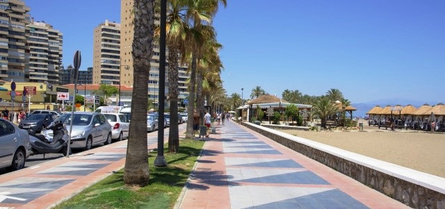 OPPORTUNITY townhouse is located in the heart of the prestigious area of Montemar in Torremolinos, s,Spain
