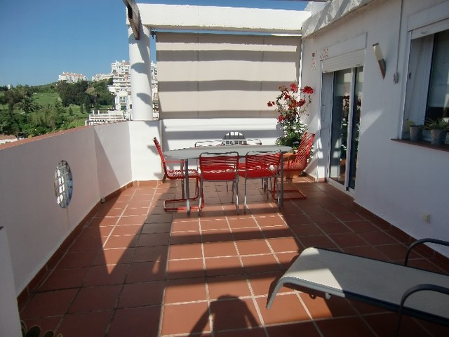 BEAUTIFUL PENTHOUSE IN RIVIERA DEL SOL!  It has 2 large bedrooms with fitted wardrobes and 2 bathroo,Spain