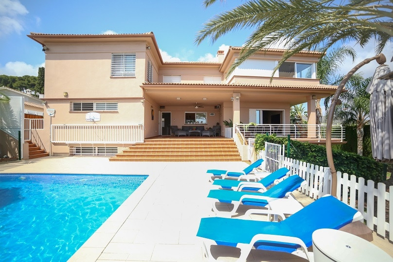 7 Bedroom Villa for sale Torremolinos
