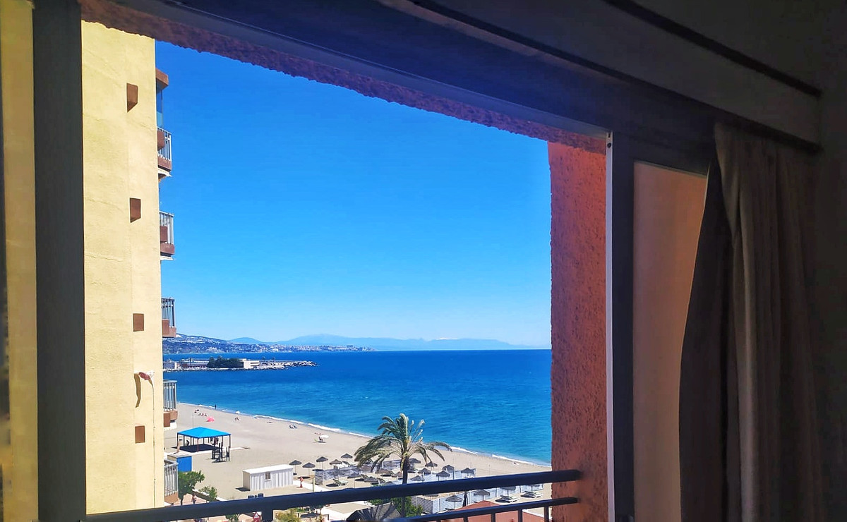 Apartment with sea views and fantastic location, first line of the beach, in Paseo Maritimo. Ideal f, Spain