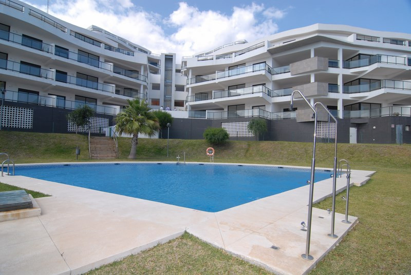 Contemporary style apartment located in the famous complex of Hollywood Hills, Riviera del Sol. This, Spain