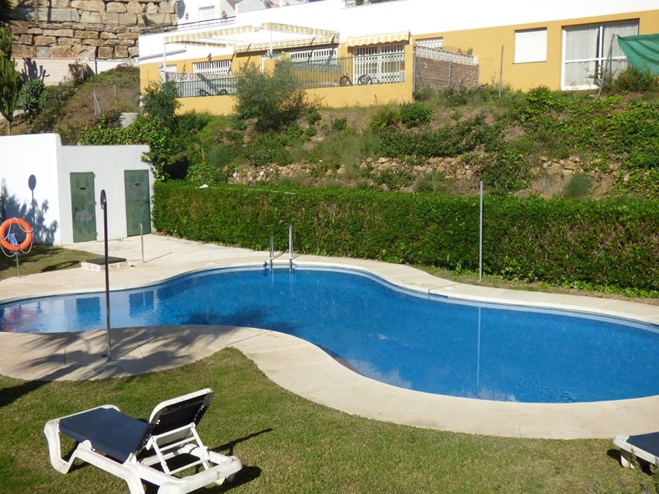 2 Bedroom apartment with south orientation, furnished and equipped kitchen with hatch to the living ,Spain