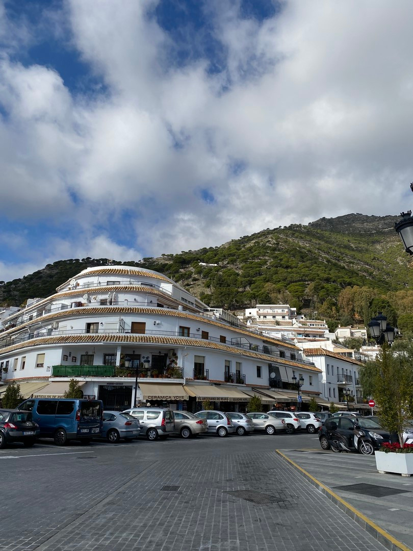 Property to demolish, next to all services and shops, very central. Great opportunity for tourist in, Spain