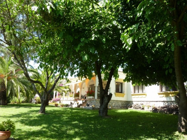 Villa,  Near Beach,  Partly Furnished,  Fitted Kitchen,  Parking: Garage,  Pool: Private,  Garden: P,Spain