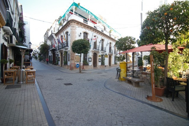 Building with 6 apartments and a total of 8 rooms located right at the historical center of Marbella, Spain