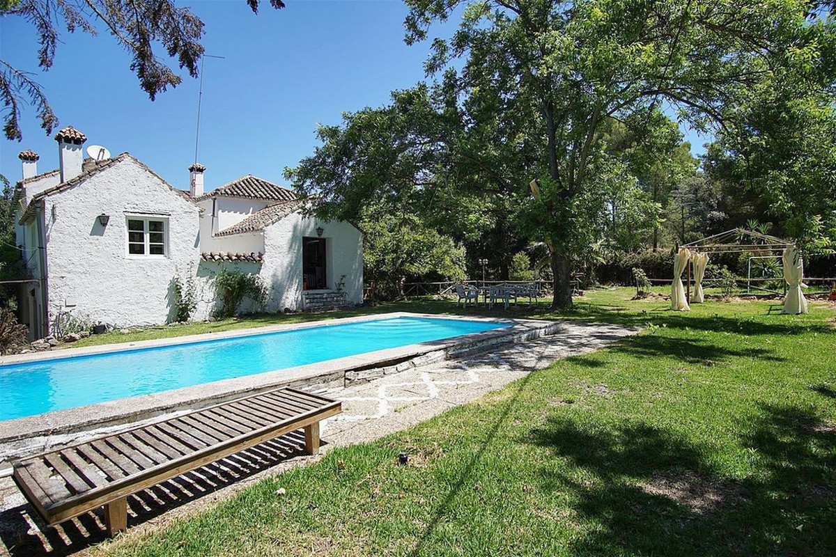 6 bed villa for sale coin