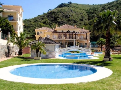 Hotel ****,This is a superb 4 star hotel property located in the famous Costa del Sol, in the villag,Spain