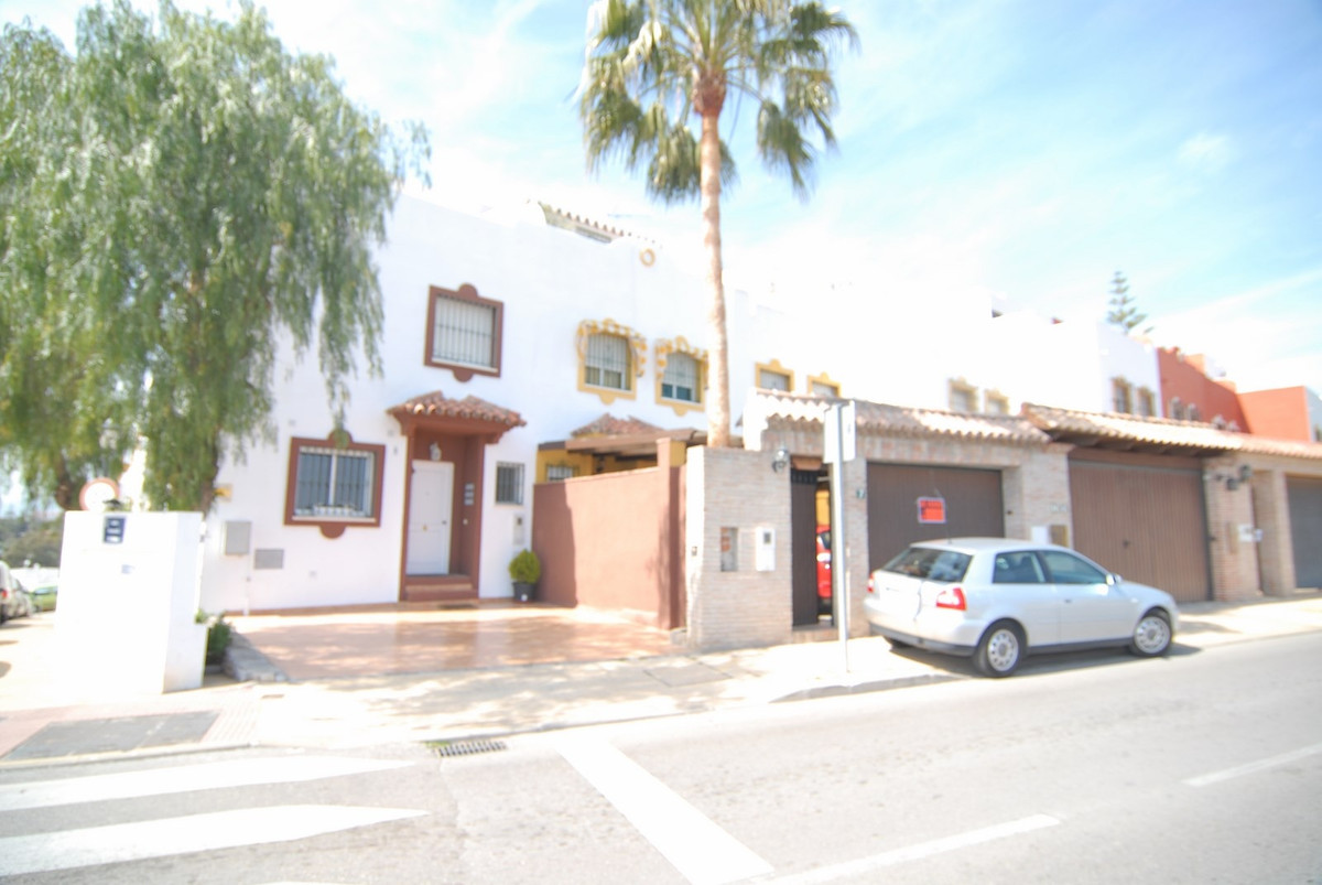 Spacious and well located Townhouse in Marbella. The property is a 3 bedroom townhouse facing North-, Spain