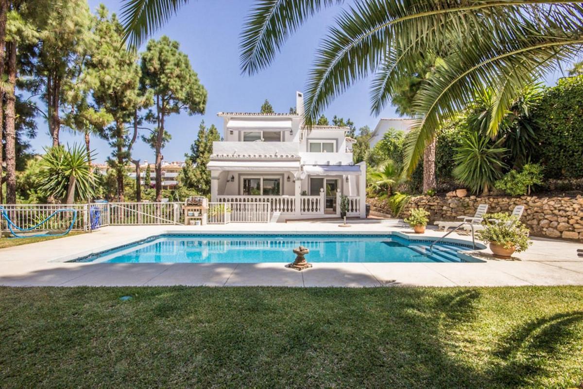Marbella Banus Villa en Venta en Calahonda – R3461500