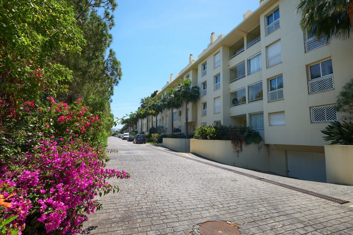 Ground Floor Apartment for sale  in Cabopino, Costa del Sol