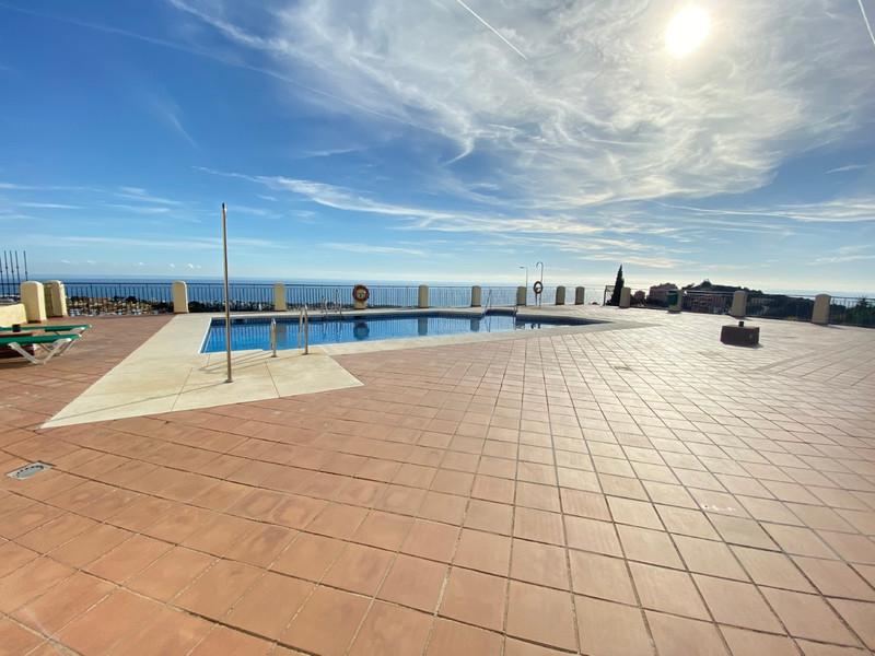 Apartamento Planta Media en venta, Calahonda – R3472492
