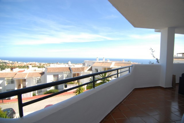 Luxury appartment with see views and all the amenities close by. Completedly furnished and with comm,Spain