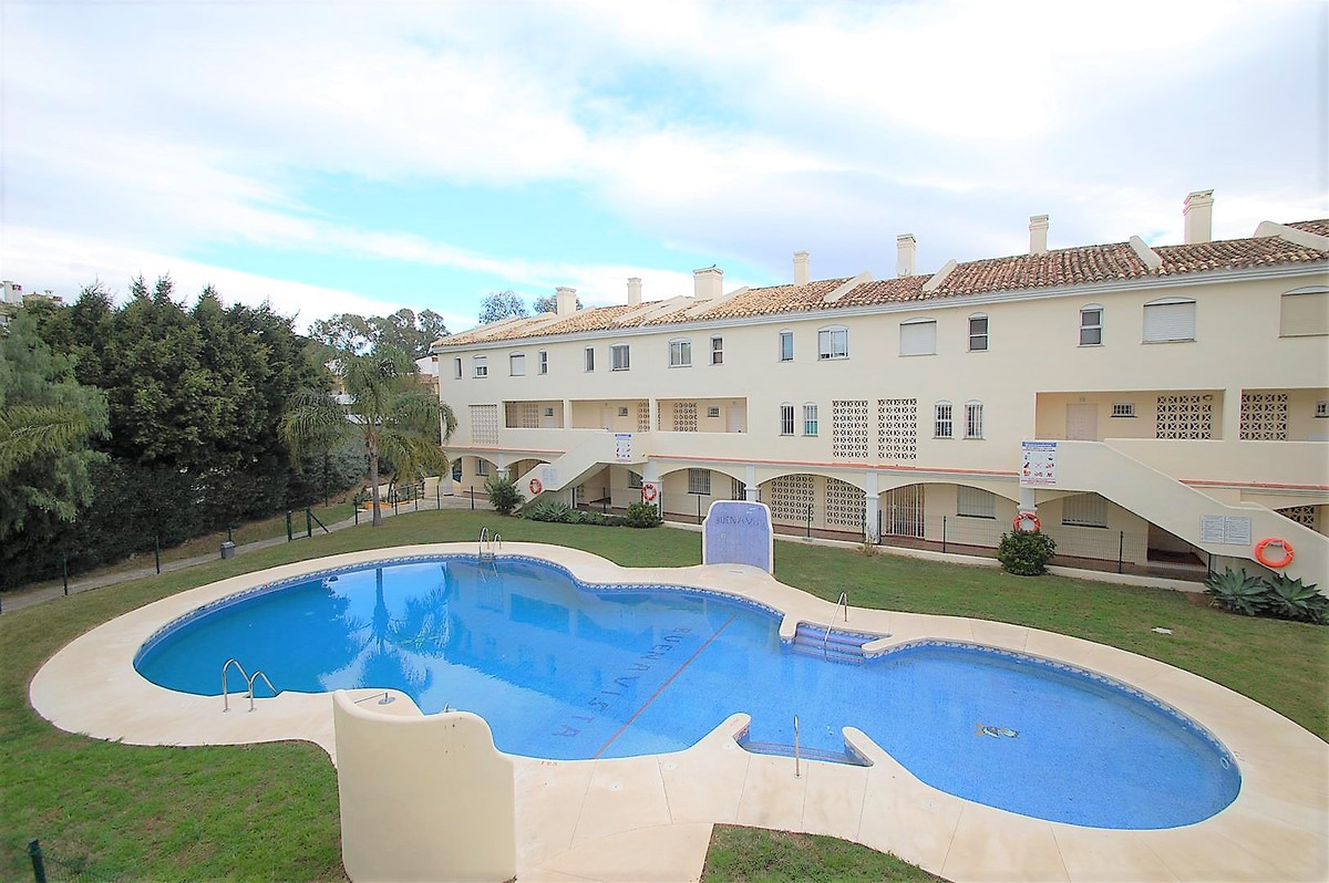 Well presented, 3 bedroom duplex apartment, located in Calahonda, Walking distance to commercial cen,Spain