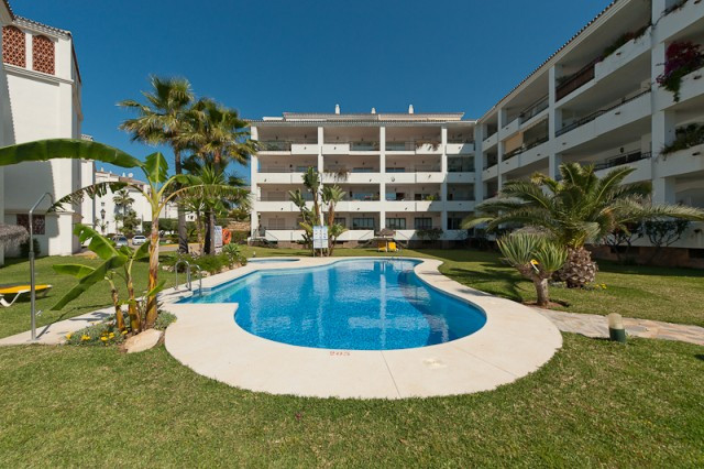 fully refurbished  2 bedroom, 2 bath apartment in a very popular complex with fantastic communal are,Spain