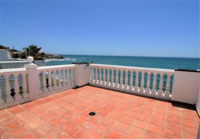 Enjoy the most amazing sea views from this 2 bedrooms and 2 bathorroms apartment, with spacious room, Spain