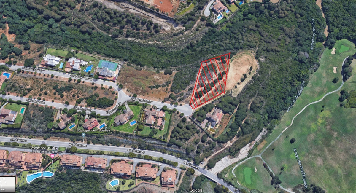 This residential plot is located within walking distance to the international school in Sotogrande A,Spain