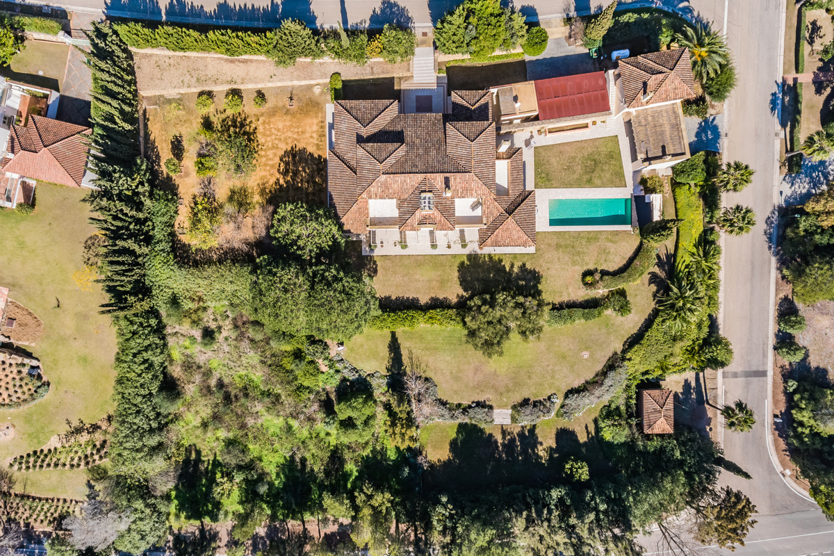Looking for a stress-free beautiful life in a special house with a lot of character set in a very pr, Spain