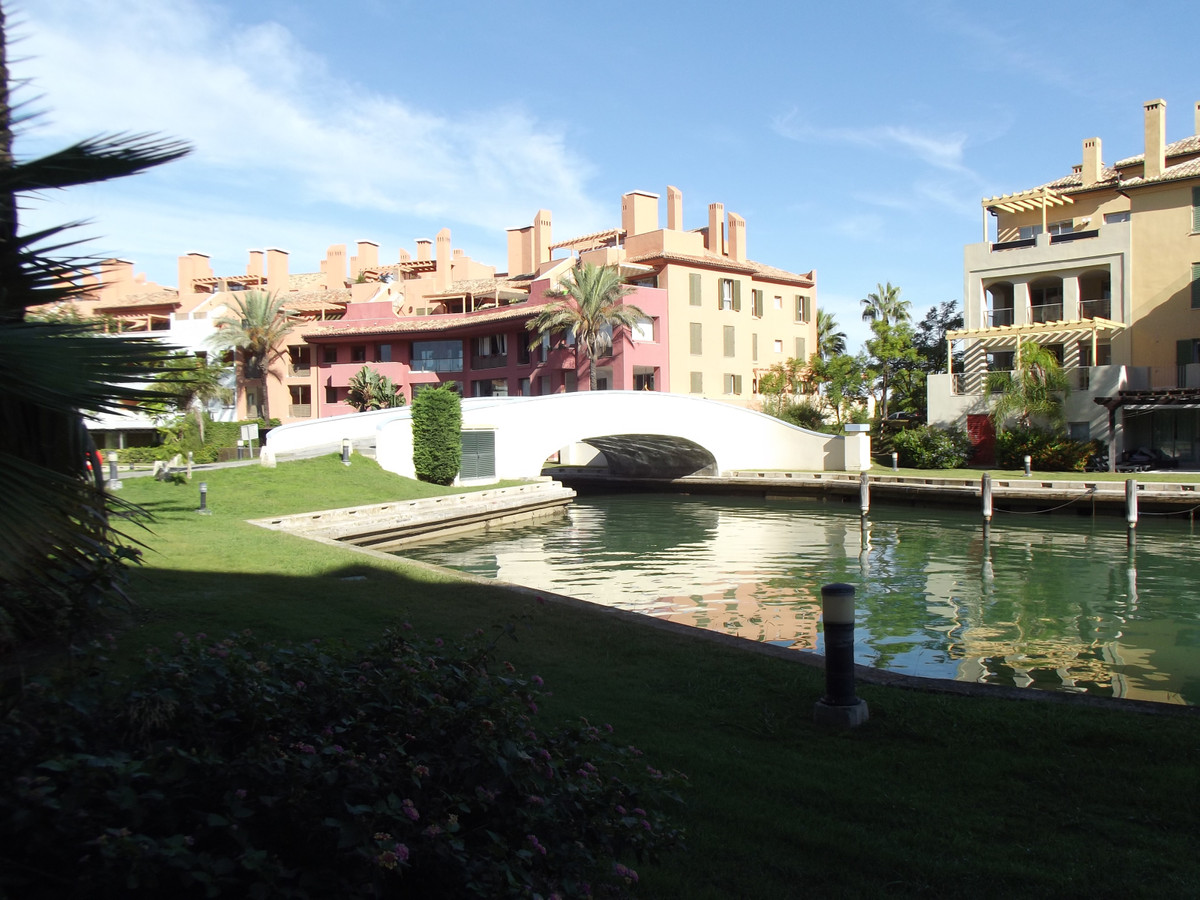 We are pleased to bring to the market this beautiful apartment for sale in Sotogrande Marina.  This , Spain