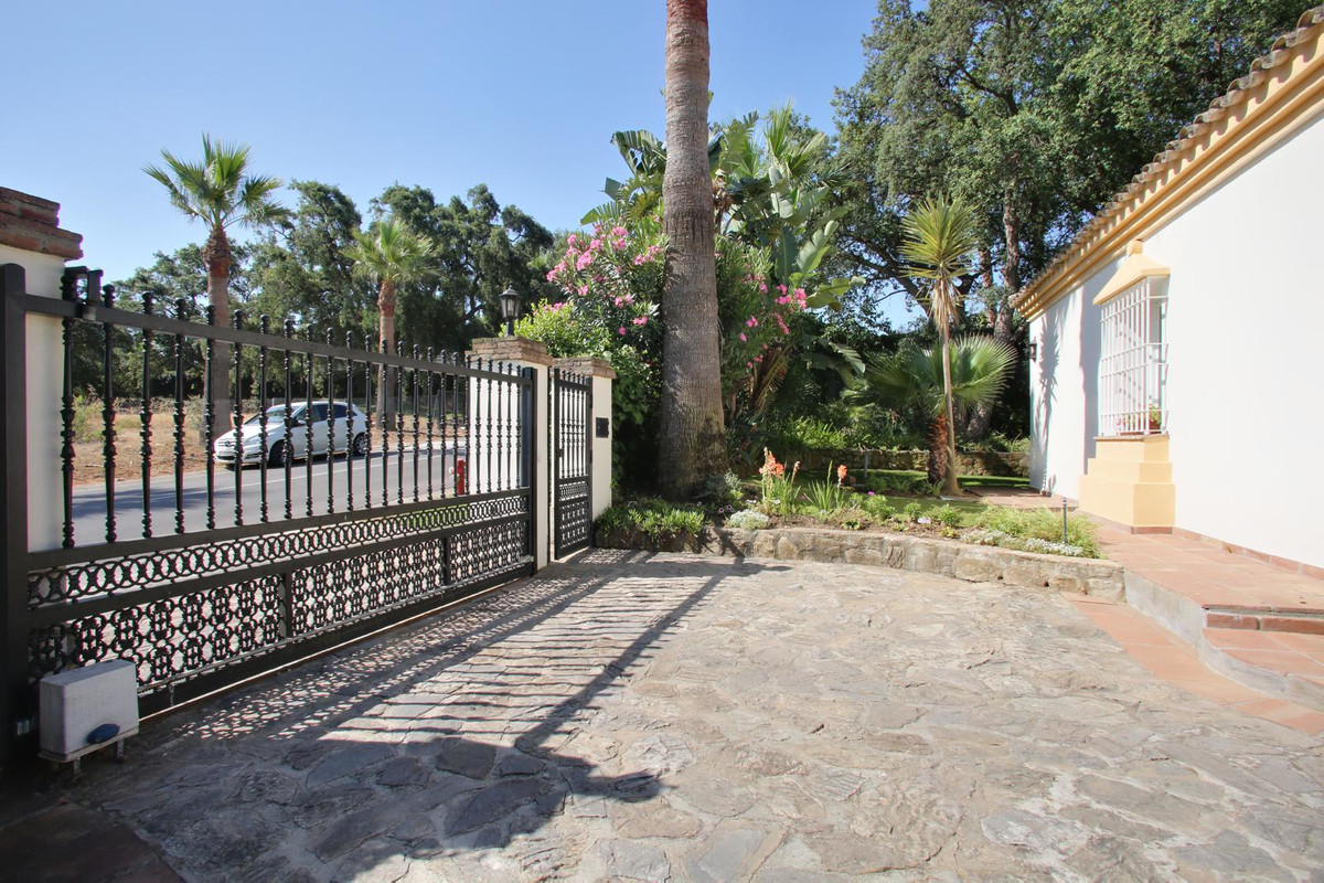 We are very pleased to bring to the market this fantastic Villa in a very private and quiet area of ,Spain