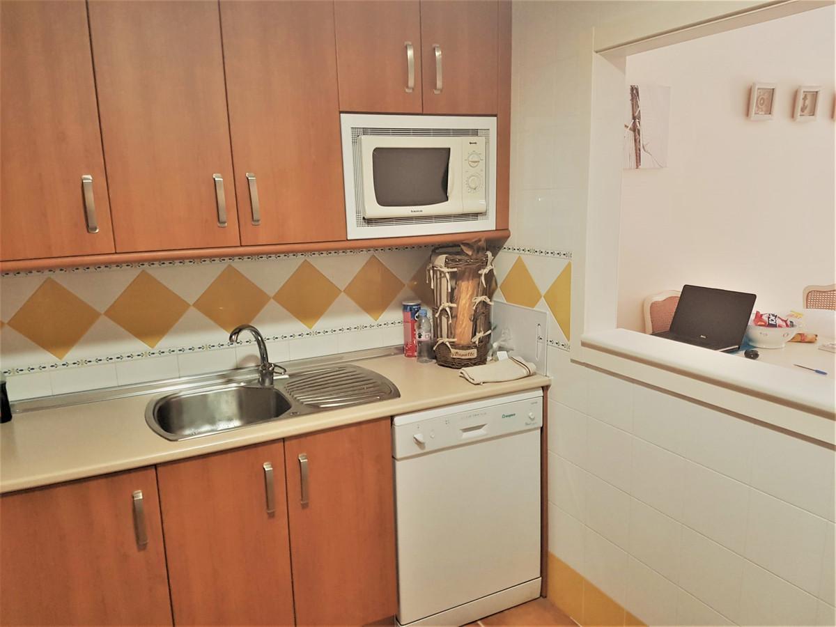 R3575452 | Middle Floor Apartment in El Paraiso – € 109,000 – 1 beds, 1 baths