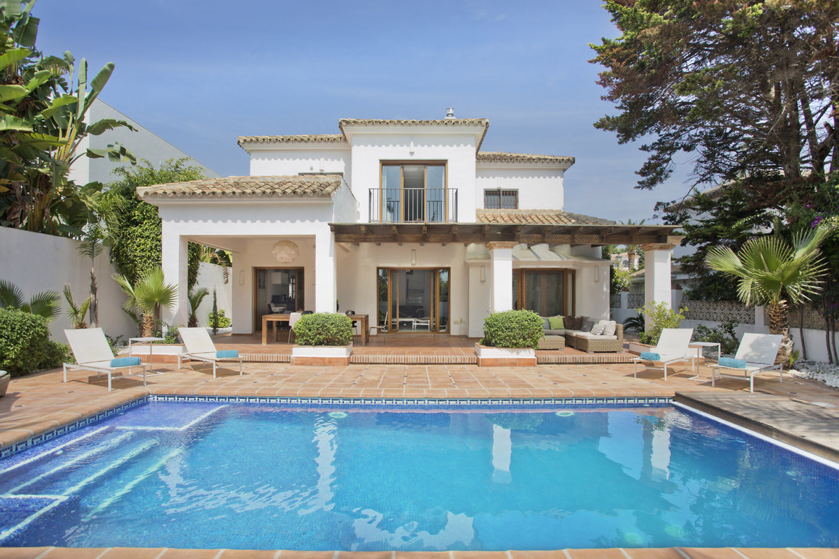 - FANTASTIC VILLA NEAR THE BEACH -  This fantastic 4 bedroom villa has been completely renovated tak, Spain