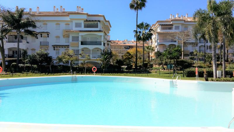 Marbella Banus Apartamento Planta Baja en venta en The Golden Mile – R3600359