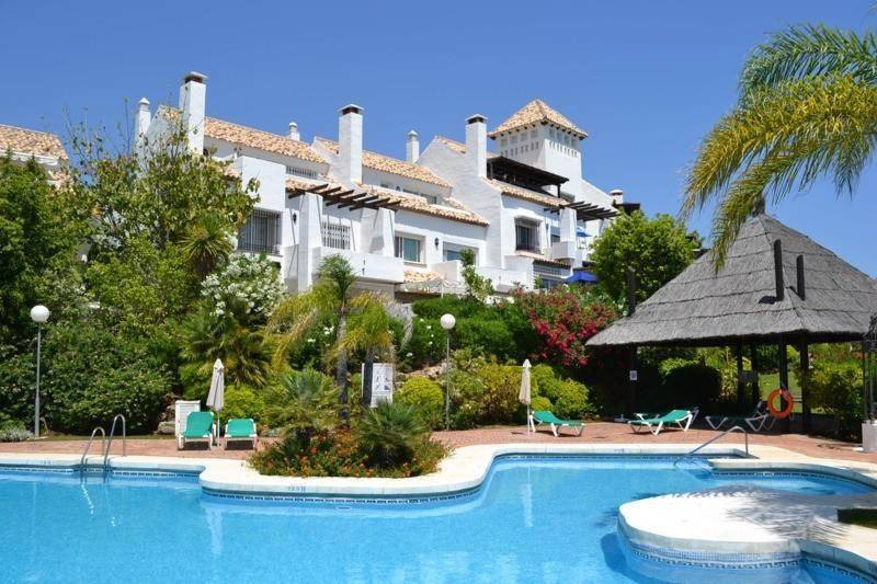 RENTED Magnificent townhouse for sale in a gated complex of only 32 houses. This quiet complex is lo,Spain