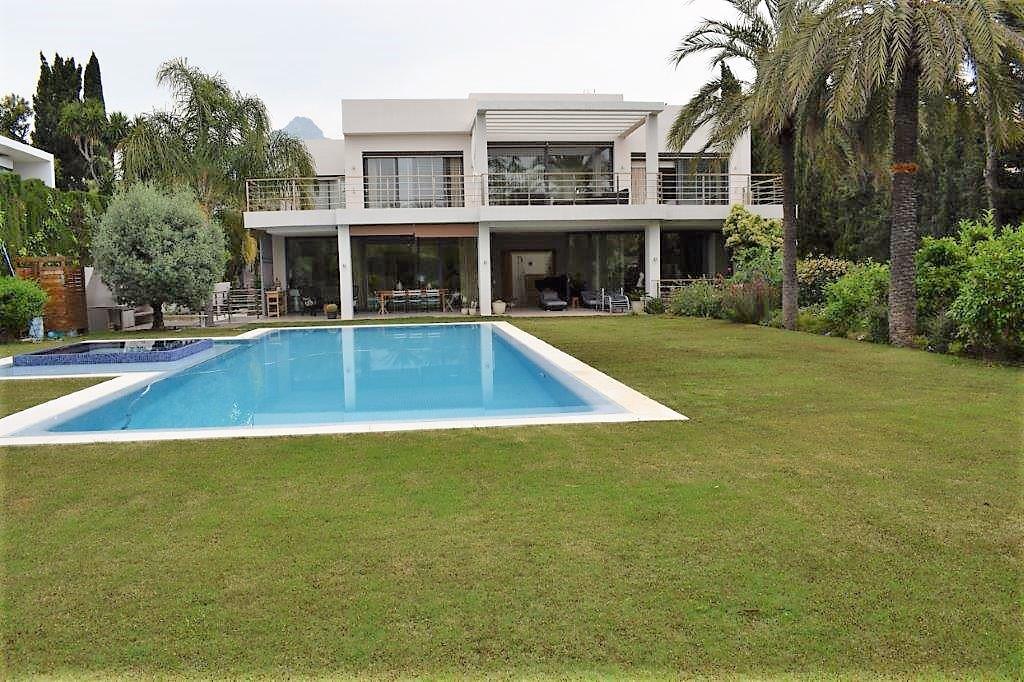 Marbella Banus Villa – Chalet en Venta en Aloha – R3176824