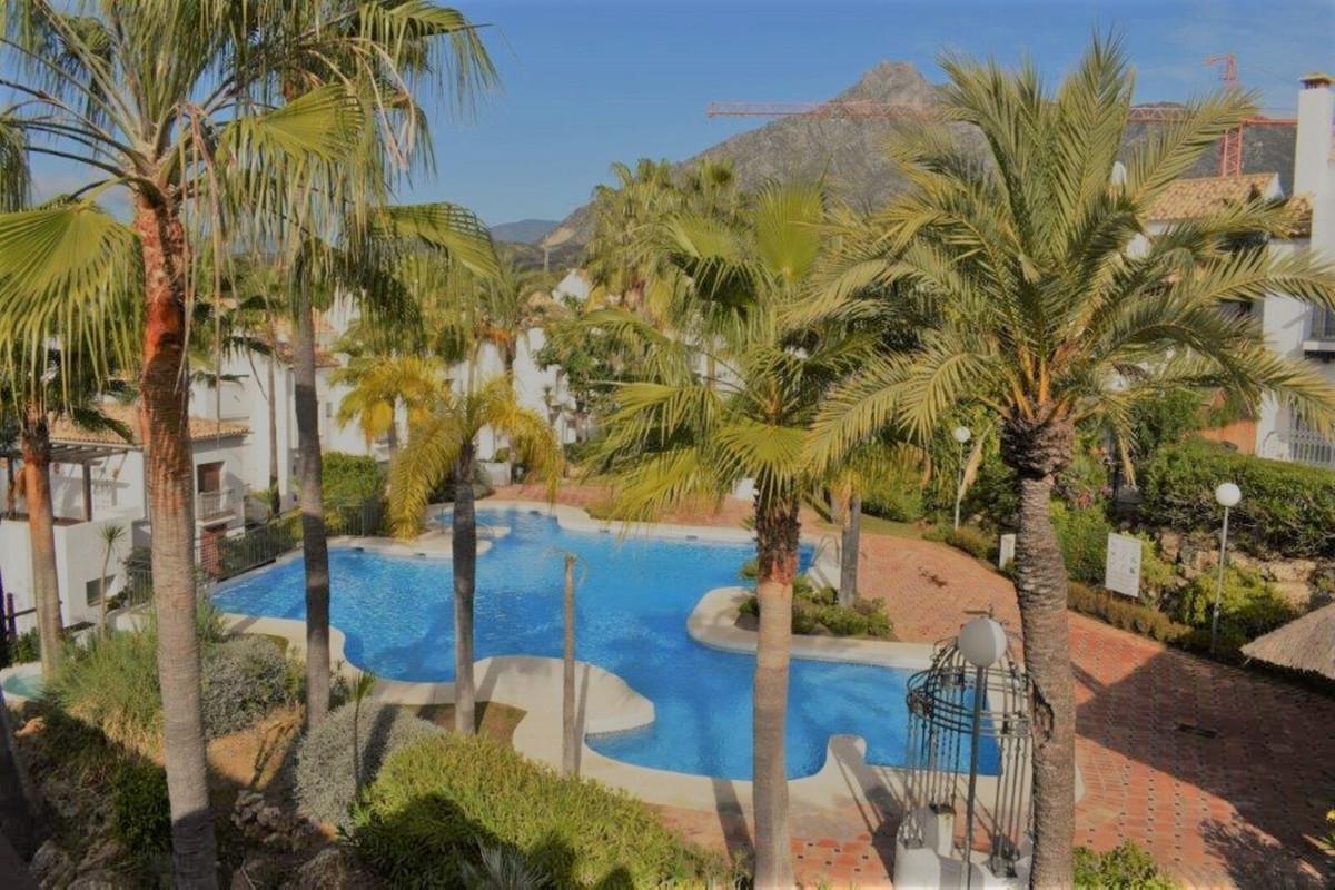 Marbella Banus Adosado en Venta en The Golden Mile – R3561370