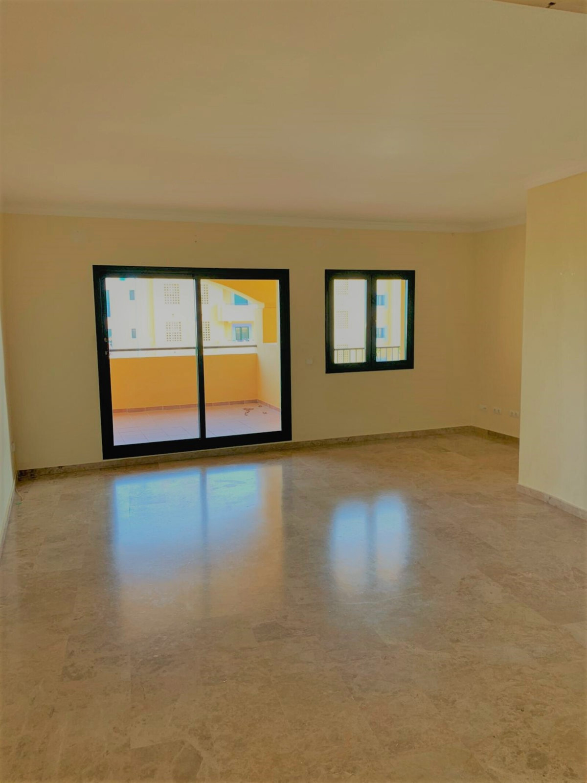 Apartamento Planta Media en Venta en San Pedro de Alcántara – R3629117