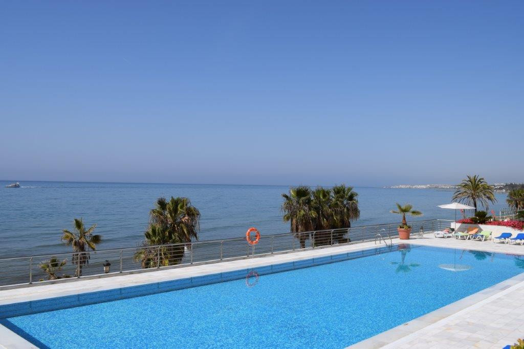3 bedroom penthouse in a luxury complex with private pool, located on the first line of the beach on, Spain
