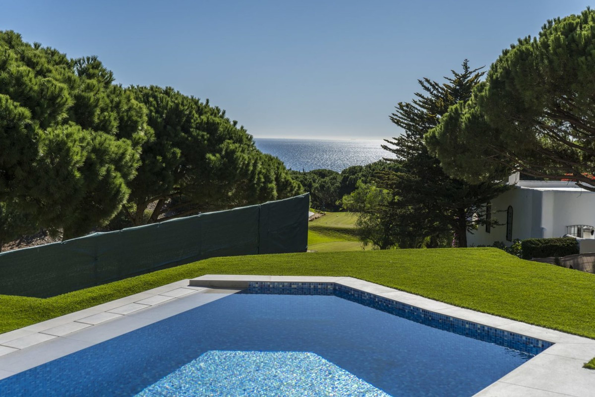 Fantastic property in a residential complex with an exceptional location next to the Mediterranean S, Spain